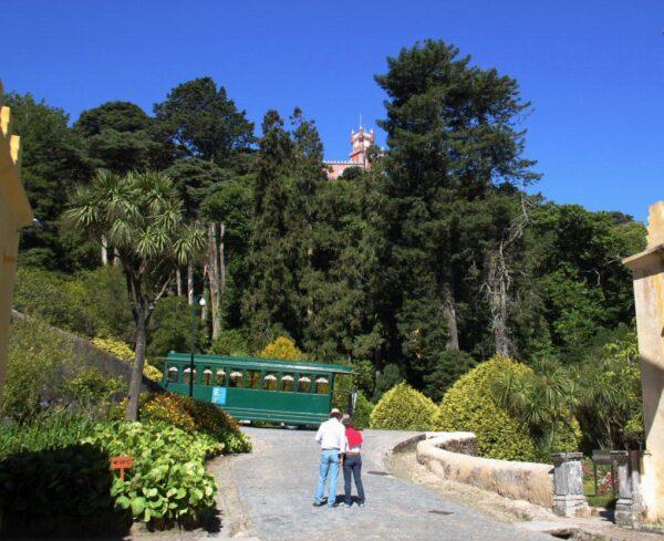 Entrada al recinto del palacio de Pena en Sintra cerca de Lisboa