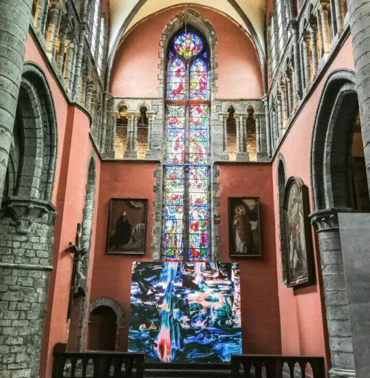 Exposición de arte contemporáneo en iglesia Pamele de Oudenaarde