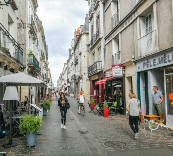 Calle Colbert en Tours en Valle del Loira en Francia