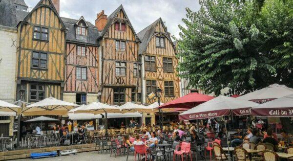 Plaza Plumareau en Tours en Valle del Loira en Francia