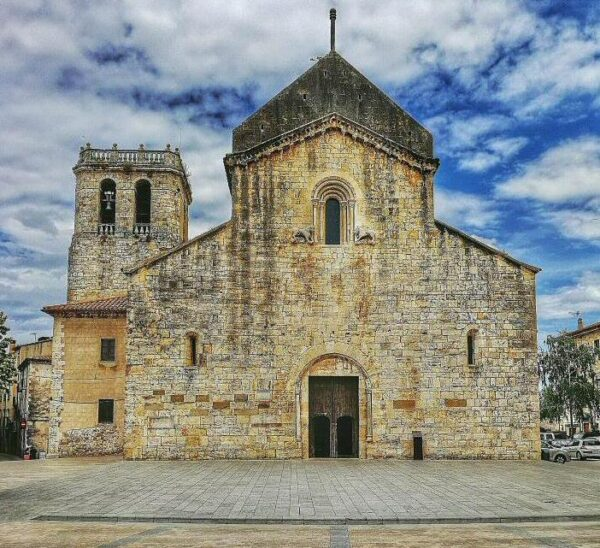 Iglesia de San Pere en Besalú en La Garrotxa