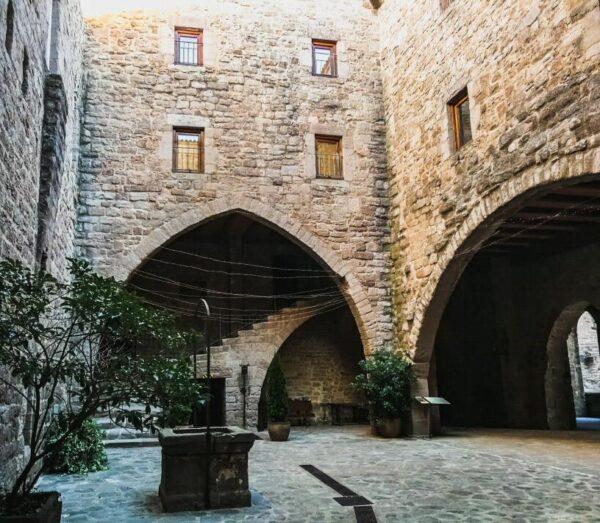 Patio Ducal en el castillo de Cardona en la provincia de Barcelona