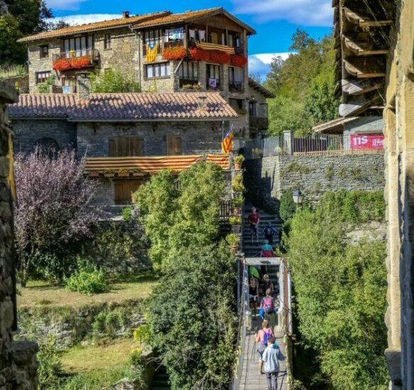 Puente colgante en Rupit en la provincia de Barcelona