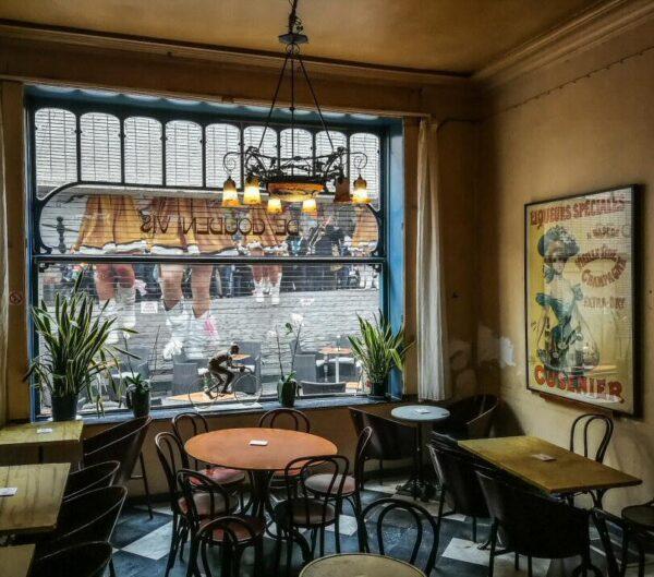Café art-noveau en Malinas en Flandes en Bélgica