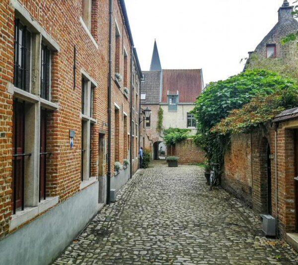 Pequeño Beguinaje en Malinas en Flandes en Bélgica