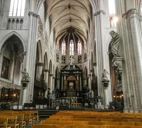 Catedral de San Romuldo en Malinas en Flandes en Bélgica