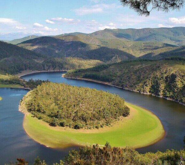 Meandro El Melero en Las Hurdes en provincia de Cáceres