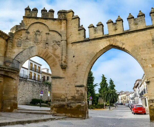 Arco de Villalar y Puerta de Jaén en Baeza