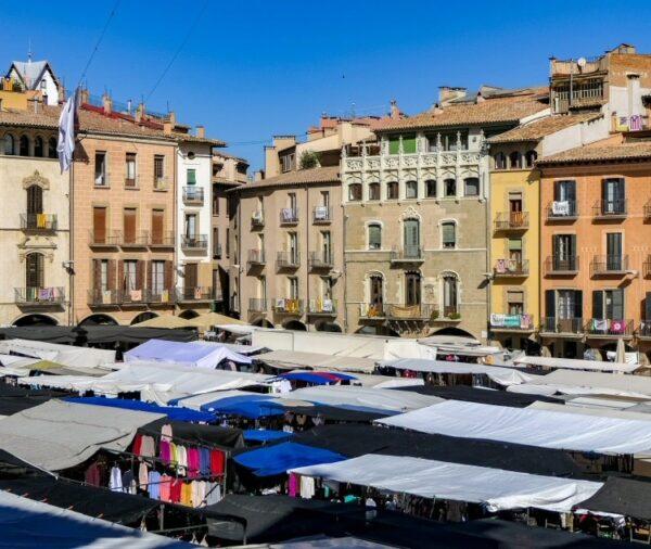 Día de mercado en la plaza Mayor de Vic en Barcelona