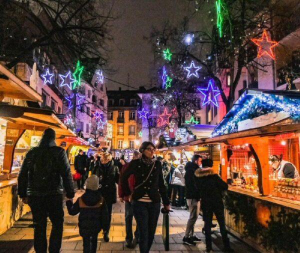 Mercadillo de Navidad en la plaza Meuniers de Estrasburgo