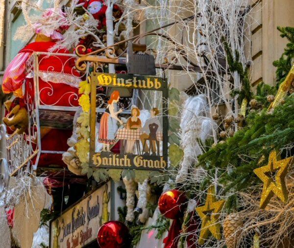 Decoración navideña en la calle de los Orfebres de Estrasburgo