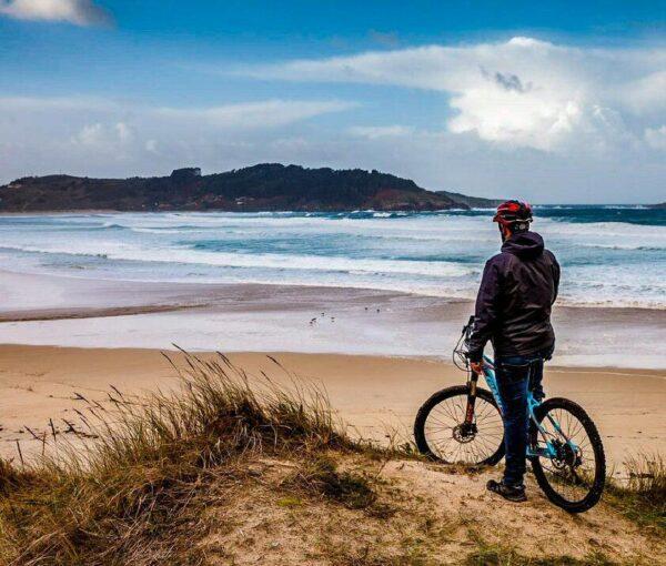 BTT en la playa de Santa Comba cerca de Ferrol