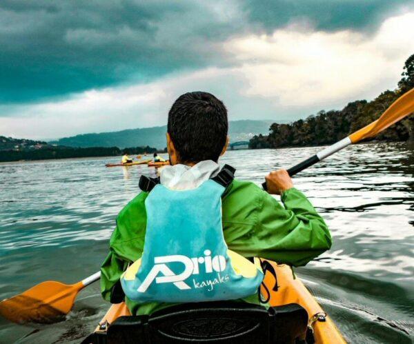 Kayak por una ría de Ferrolterra en Galicia