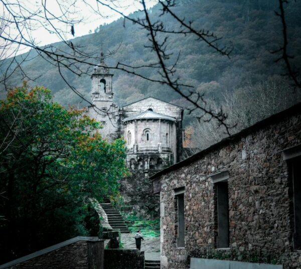 Monasterio de Caaveiro cerca de Ferrol en Galicia