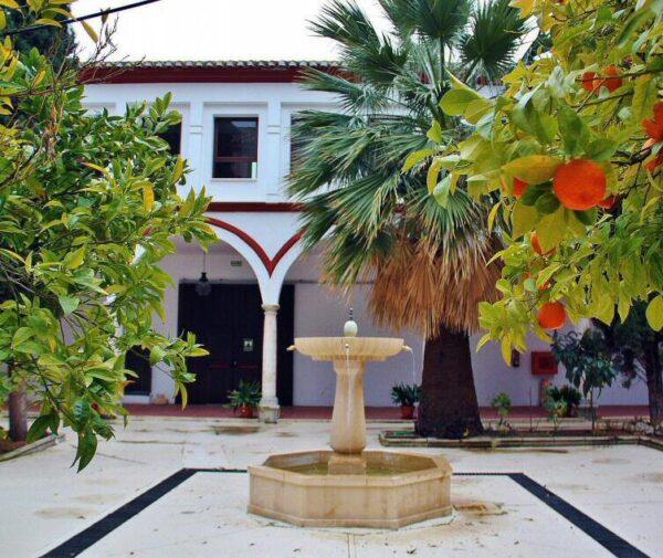 Patio de la Hospedería de San Francisco en Priego de Córdoba en Andalucía