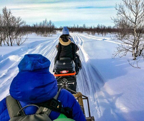Traslado en trineo de nieve hacia el campamento sami en Kautokeino
