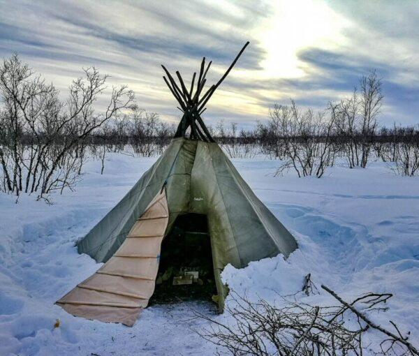 Tienda tradicional de samis en Kautokeino al norte de Noruega