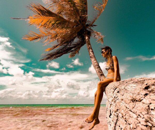Playa en la isla de Rangiroa en Polinesia Francesa