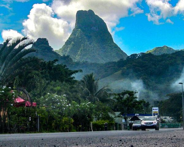 Carretera en Moorea en Polinesia Francesa