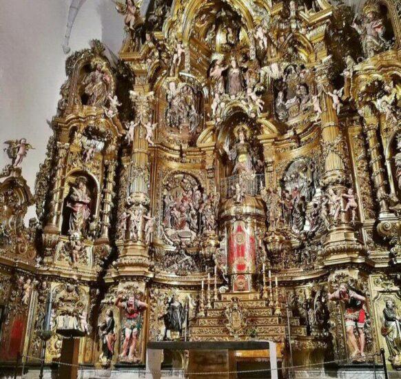 Retablo barroco de la iglesia de Cadaqués en la Costa Brava