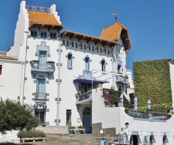 Casa modernista en Cadaqués en la Costa Brava de Cataluña