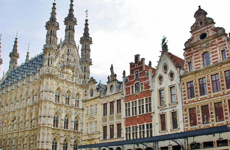 Ayuntamiento gótico de Lovaina en Flandes