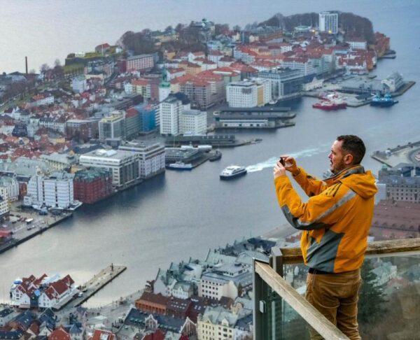 Vistas de Bergen desde el mirador del monte Floyen en fiordos noruegos