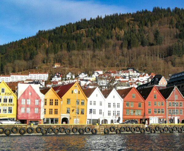 Puerto de Bergen en los fiordos noruegos
