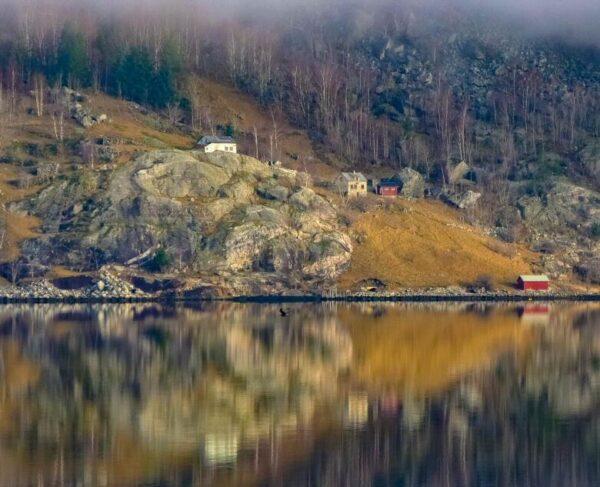 Paisajes invernales del Fiordo Hardanger en Noruega