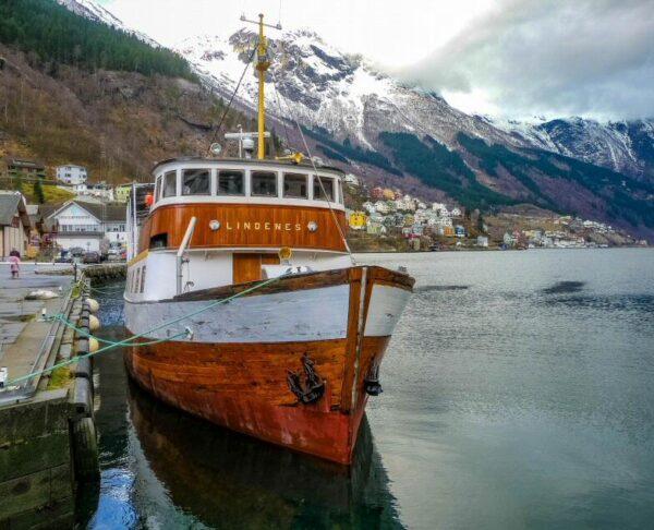Puerto de Odda en el Fiordo Hardanger en Noruega