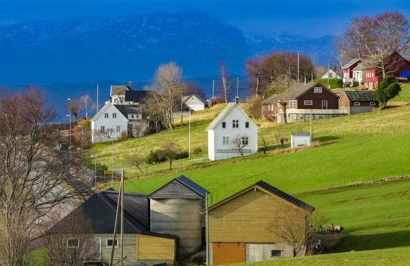 Paisaje de Rosendal en el Fiordo Hardanger en Noruega