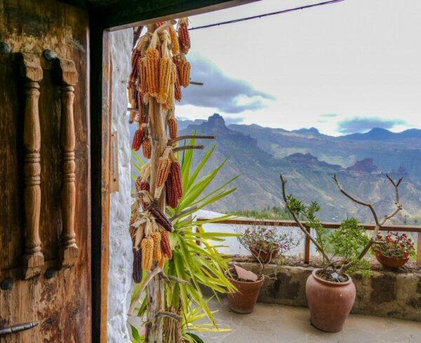 Vistas desde una casa cueva del Museo Etnográfico de Artenara