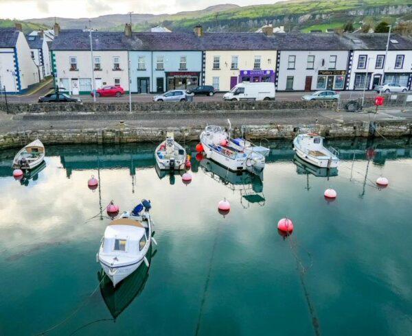 Puerto de Carnlough, escenario de Juego de Tronos en Irlanda del Norte
