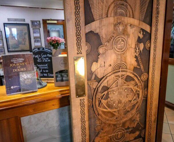 Puerta de Juego de Tronos en The Cuan en Strangford en Irlanda del Norte