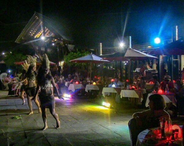 Baile tradicional polinesio en Moorea