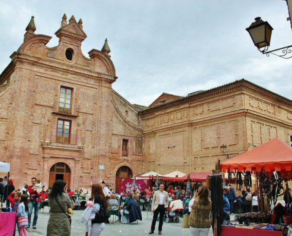 Mercado de Artesanía en Las Mondas en Talavera de la Reina