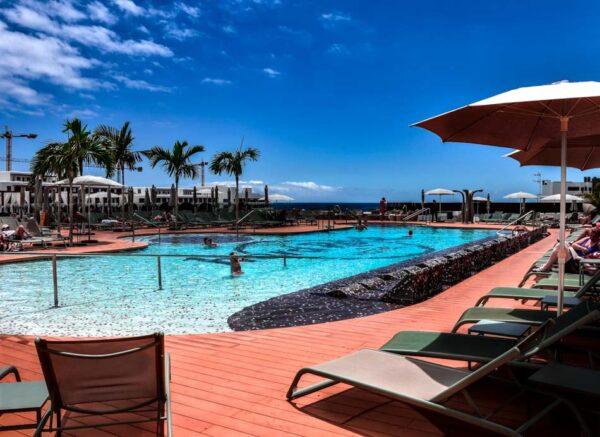 Piscina en el Hard Rock Hotel Tenerife