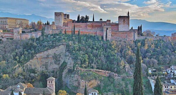 Alhambra de Granada desde el mirador de San Nicolás en Albaicín