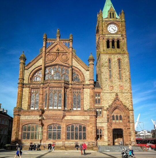Guildhall en Derry-Londonderry en Irlanda del Norte