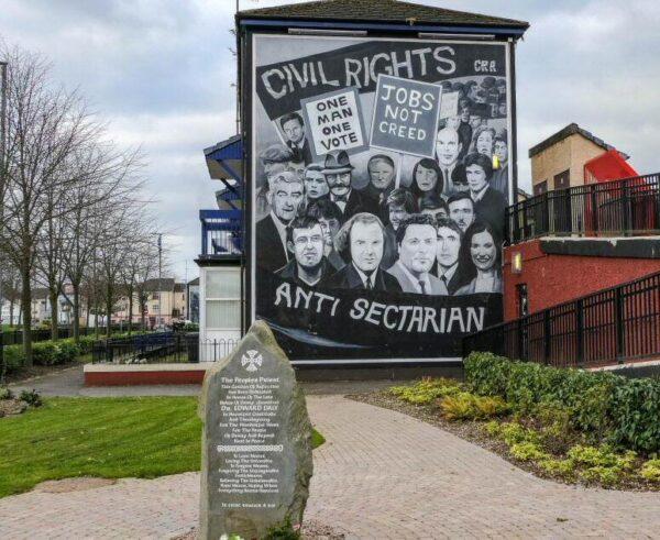 Mural de Bogside en Derry-Londonderry en Irlanda del Norte