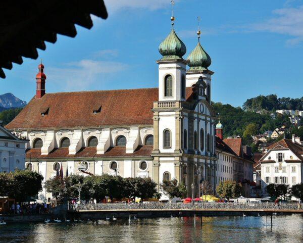 Iglesia de los Jesuitas en Lucerna en Suiza