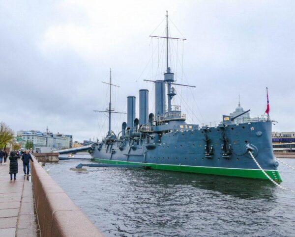 Acorazado Aurora en San Petersburgo