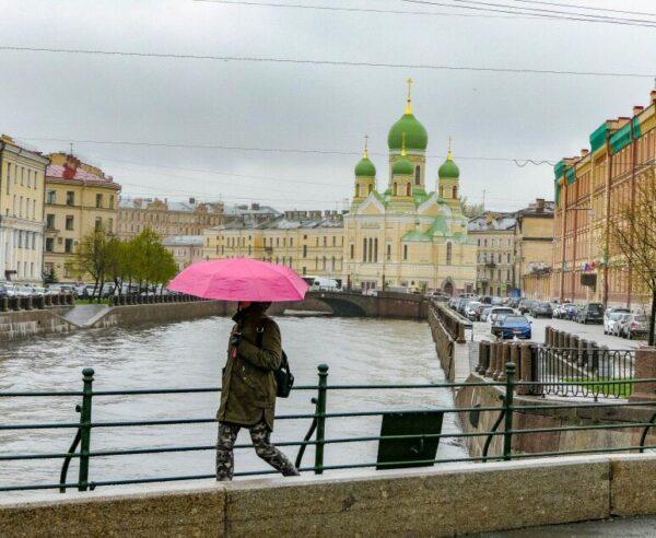 Canales en San Petersburgo en Rusia