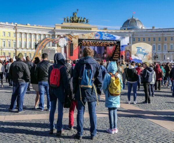 Día de la Victoria en plaza del Palacio de San Petersburgo