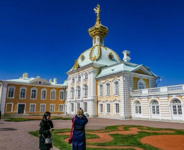 Palacio Peterhof en San Petersburgo