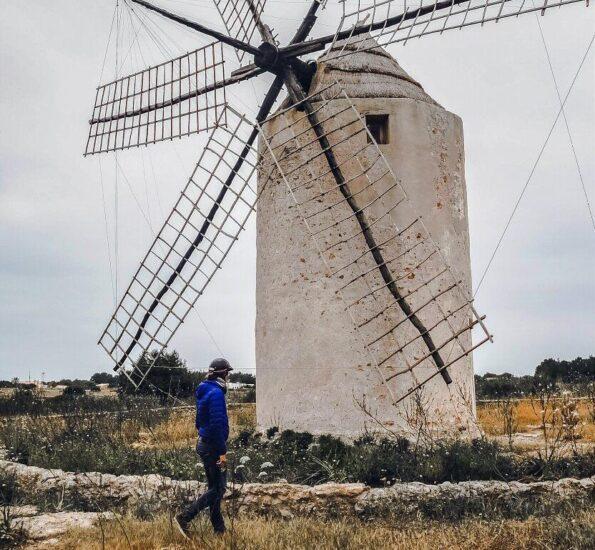 Antiguo molino de harina en la isla de Formentera en Baleares