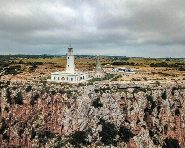 Faro de la Mola en la isla de Formentera en Baleares