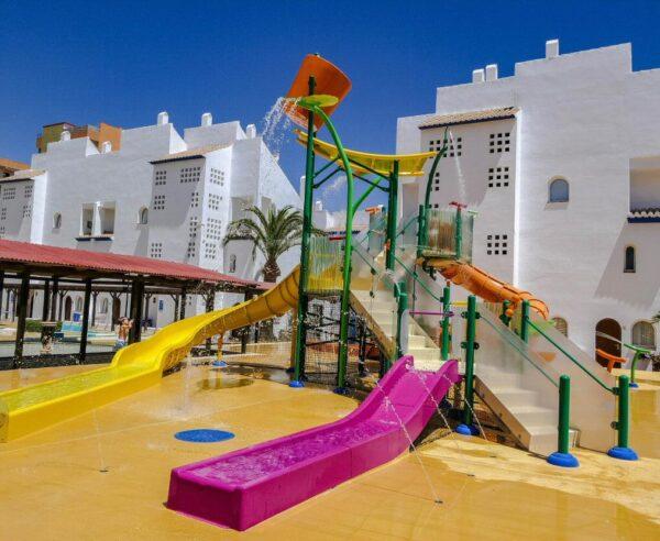 Toboganes infantiles en el hotel Smy Costa del Sol en Torremolinos