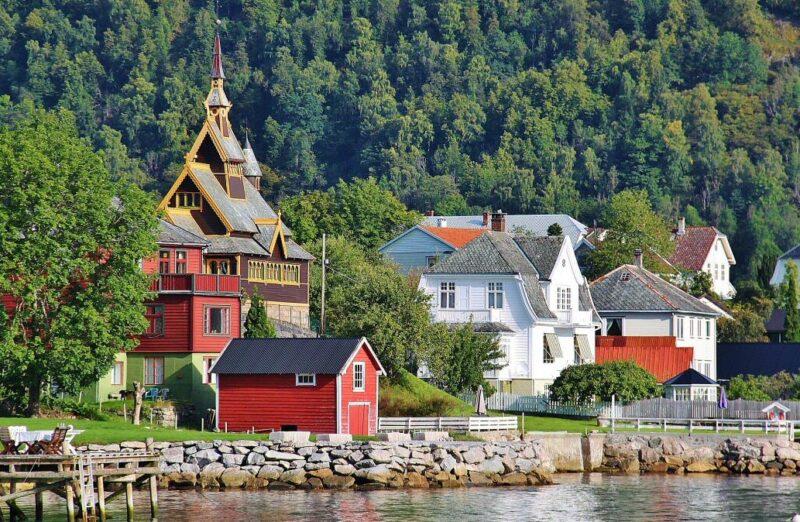Paisaje del Sognefjord en los Fiordos de Noruega