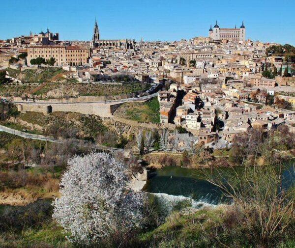 Panorámica de Toledo en España desde un mirador sobre el río Tajo